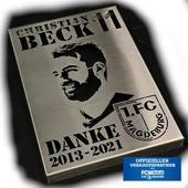 Bei uns im Shop erhältlich. Persönlich von Beckus 100 signierte limitierte Wandbilder aus Edelstahl oder auch unsignierte Bilder erhältlich. Schaut auf dejaba24.de vorbei.